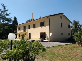Immobiliare Caporalini real-estate agency - Farmhouse or Country House - Ad SR524 - Picture: 0
