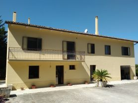 Immobiliare Caporalini real-estate agency - Farmhouse or Country House - Ad SR524 - Picture: 1