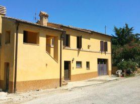 Agenzia Immobiliare Caporalini - Casa colonica - Annuncio SS677 - Foto: 2
